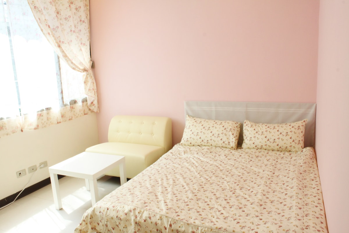 Snug Stay near Shilin night Market