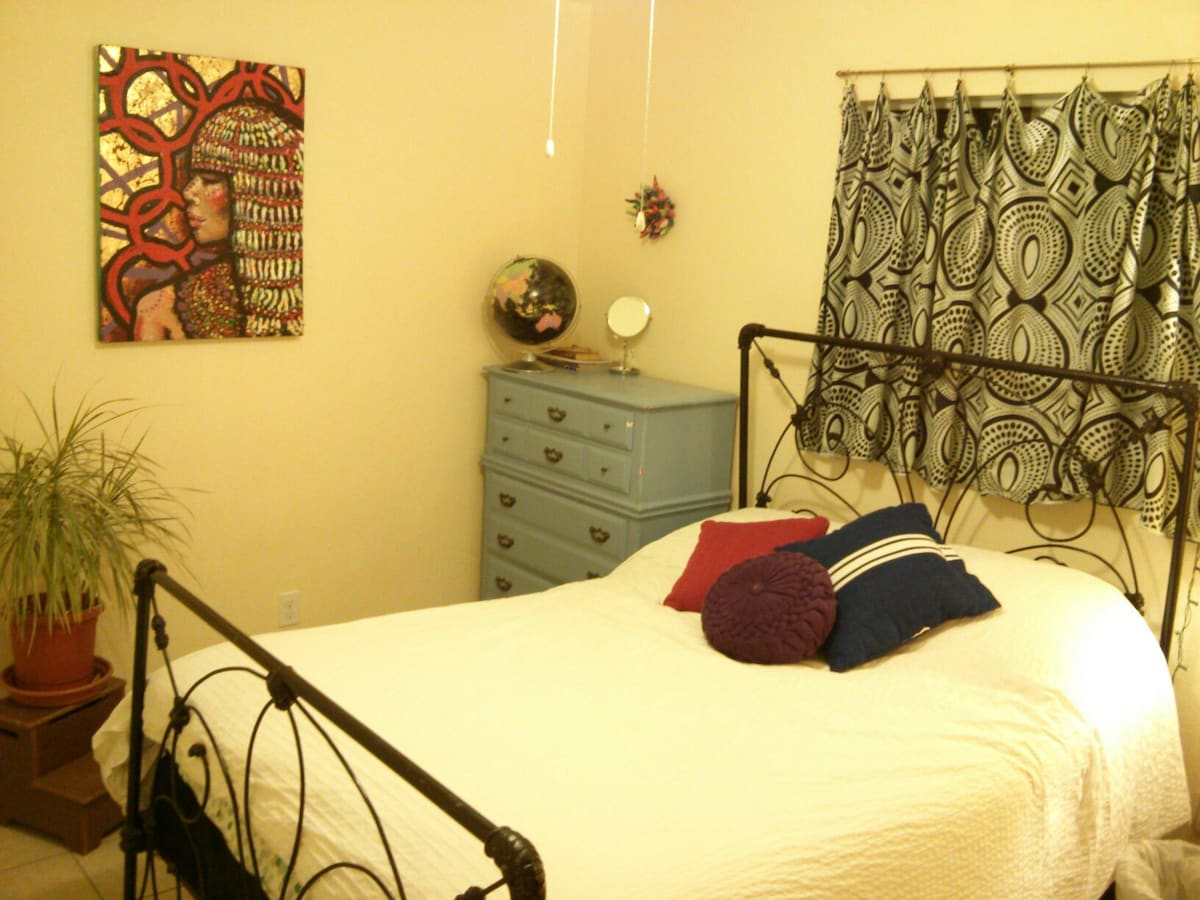 Peaches and Herb Guestroom