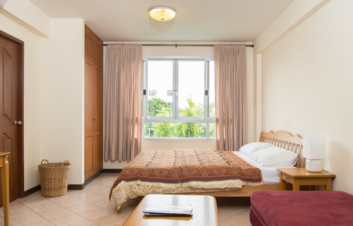 Perfect Layover: Private Room/Bath