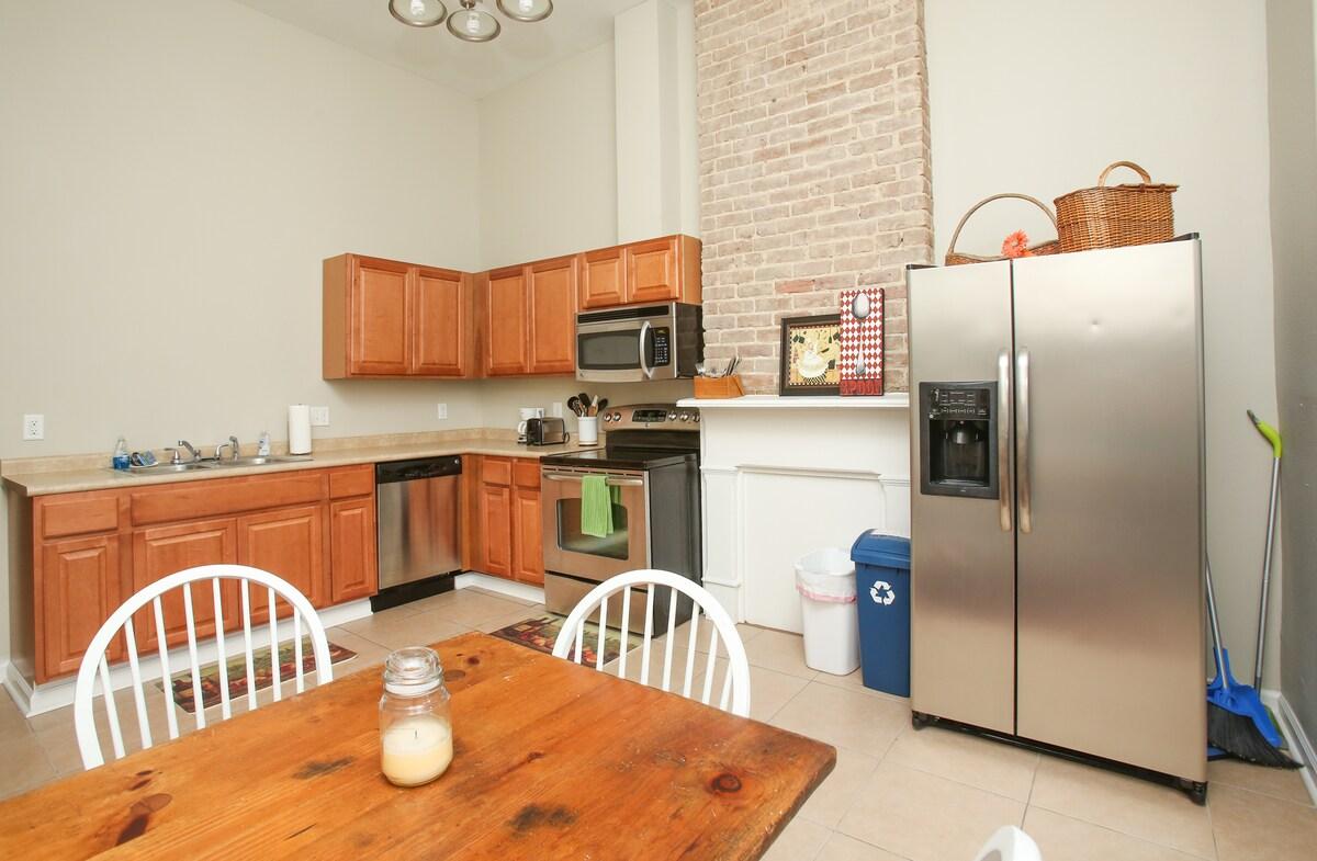 Lower Garden District Apartment