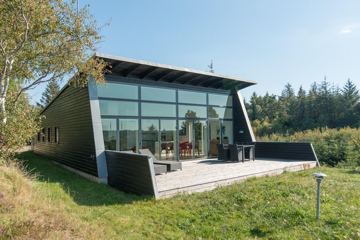 Architect-designed summer residence