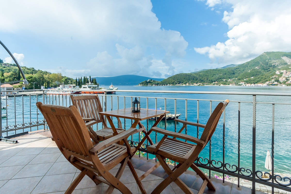 Family Sea View Villa at Lepetane