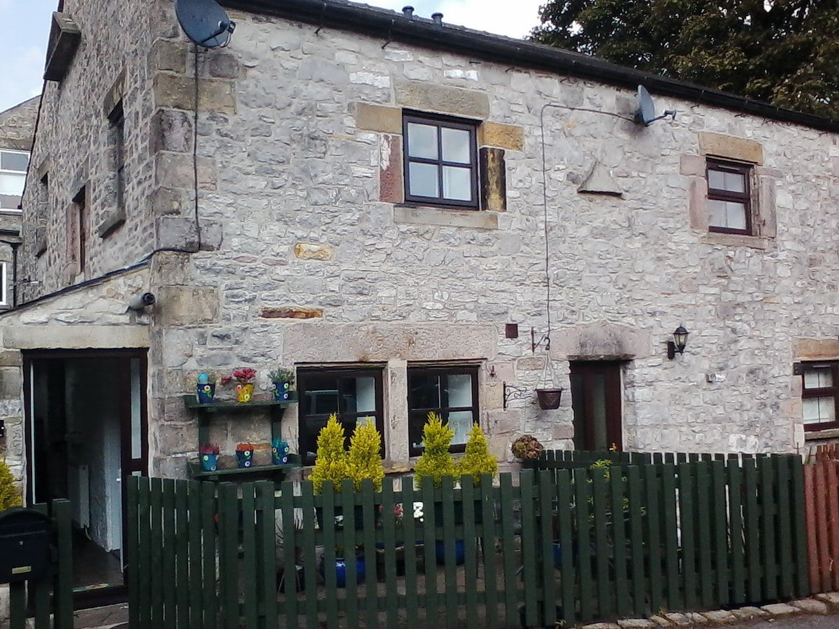 In Buxton, Cosy Character Cottage