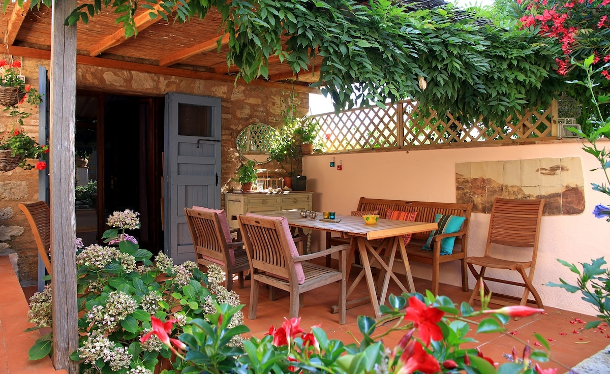 2 Rooms in Cosy Cottage with garden