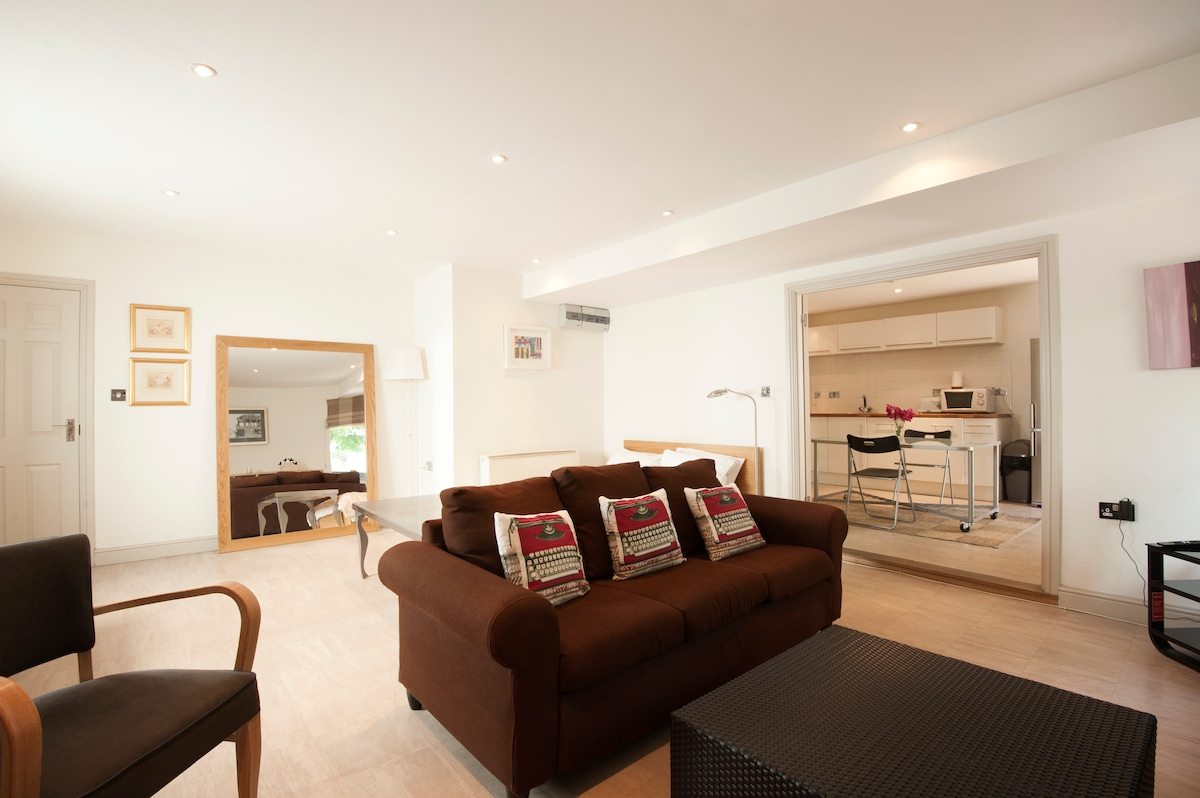 Chic Studio Apartment in Cheltenham