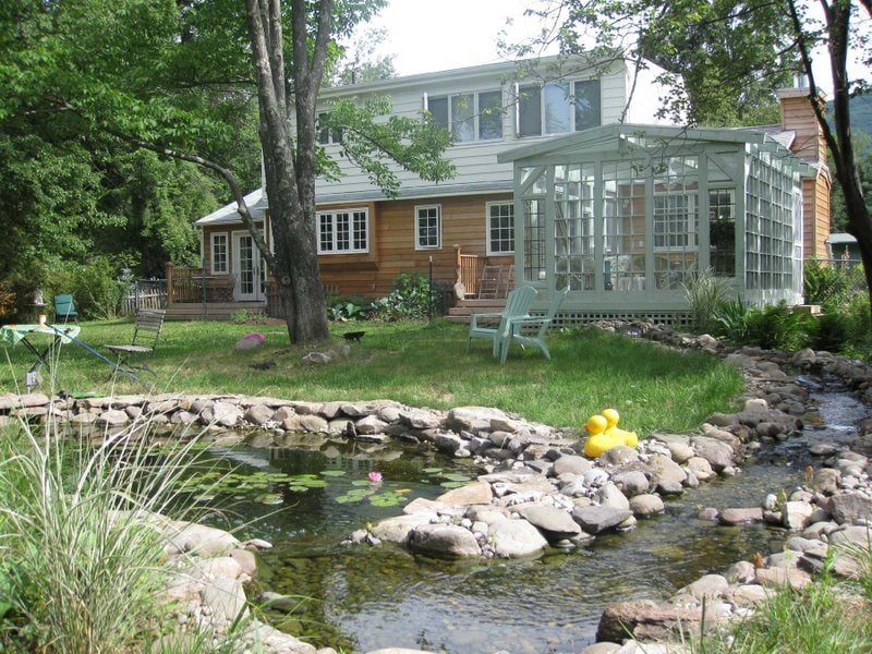 WOODSTOCK VILLAGE COUNTRY HOME