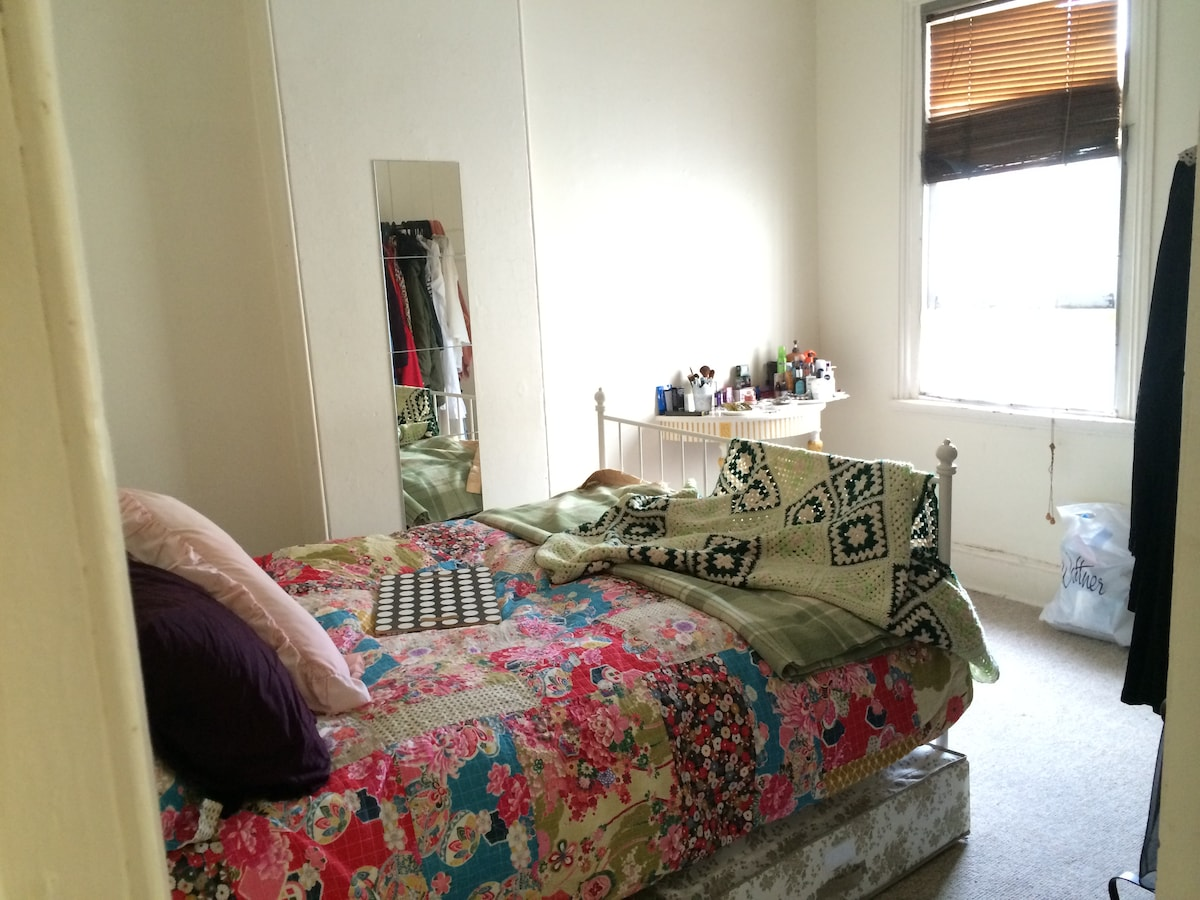 Odd house; lovely room; walk to CBD