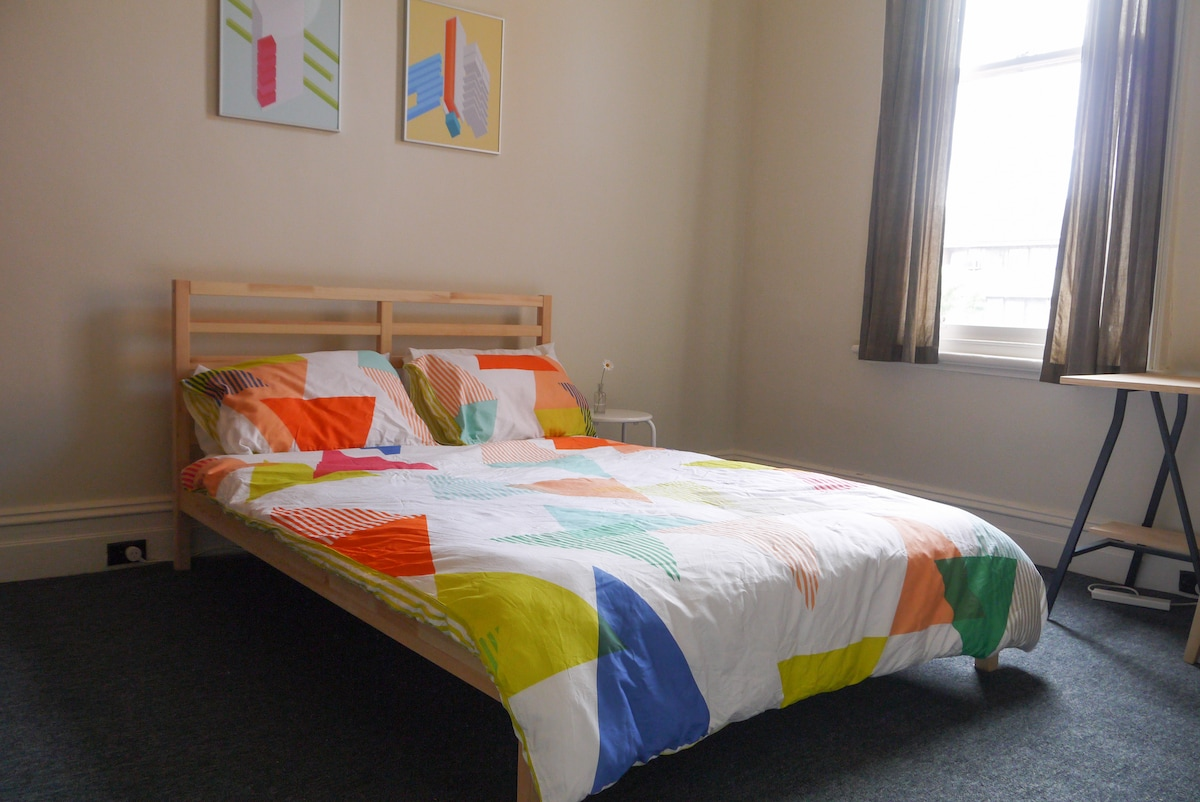 Bright room in a Fitzroy classic
