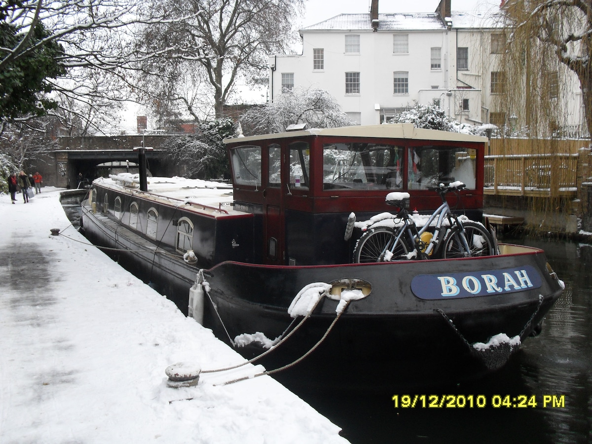House boat on regents canal...