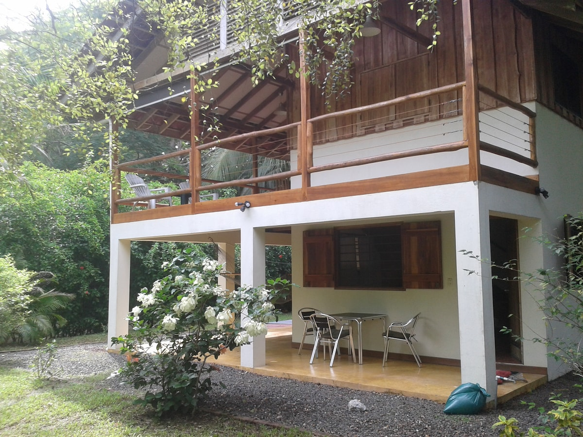 Private and Secluded Malpais Home