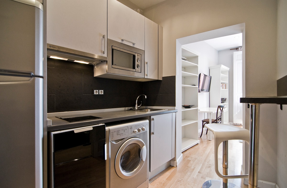 The kitchen includes a washer-dryer and a microwave oven