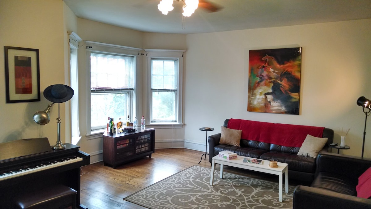 Room in spacious Uptown apartment