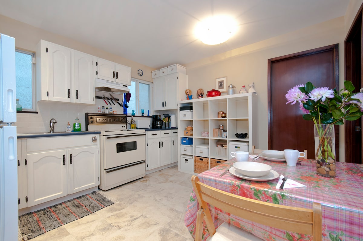 Complete kitchen and dining area. Includes: fridge, oven, micro-oven, toaster, kettle, coffee machine, pots/pans and more