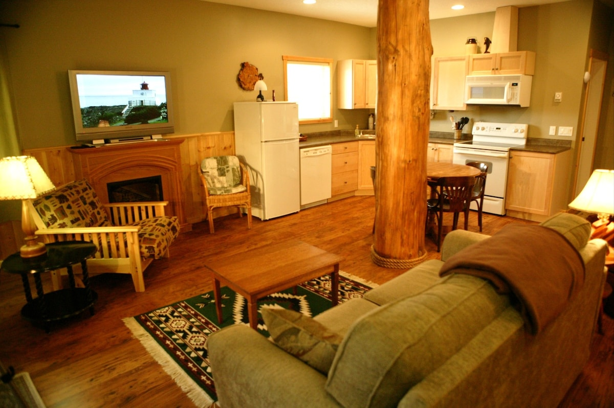 Beautiful 1 bedroom Cabin Suite #1