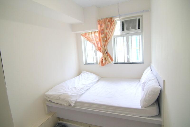 Bright 3 pax room 1 min to MTR 603