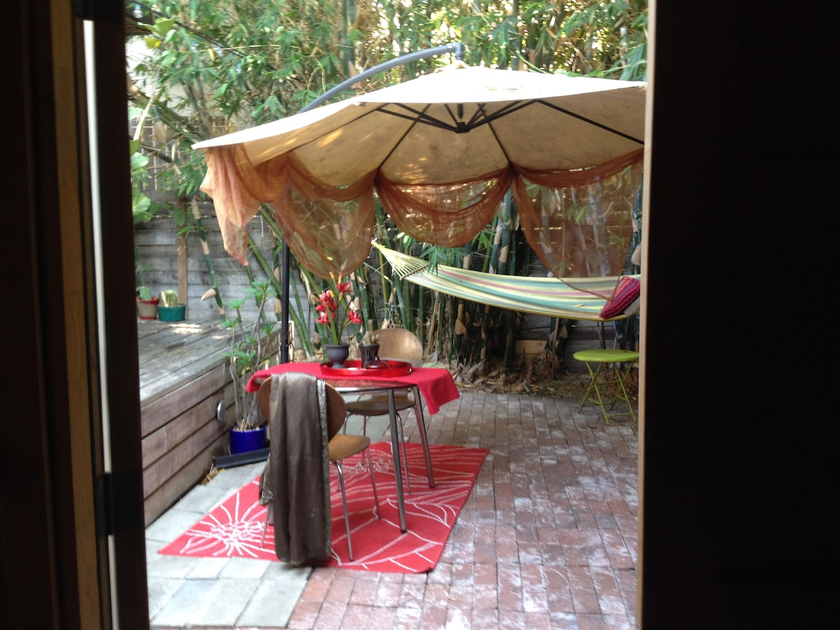 Giant umbrella, modern bistro table & molded chairs, red patio rug. Relaxing cloth hammock and propane BBQ. Have an amazing, relaxing meal on your private patio or enjoy a glass of wine in the hammock before hitting the town for the night.