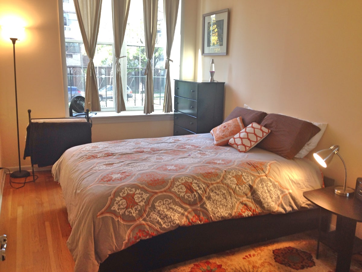 Bedroom with Queen size bed, new in October 2014!