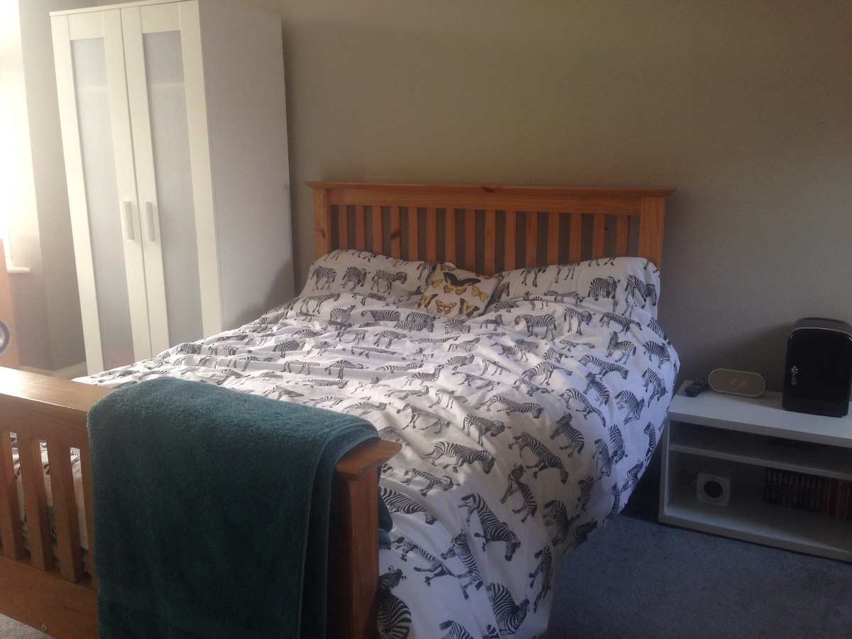 Large Double Room in Detached Home