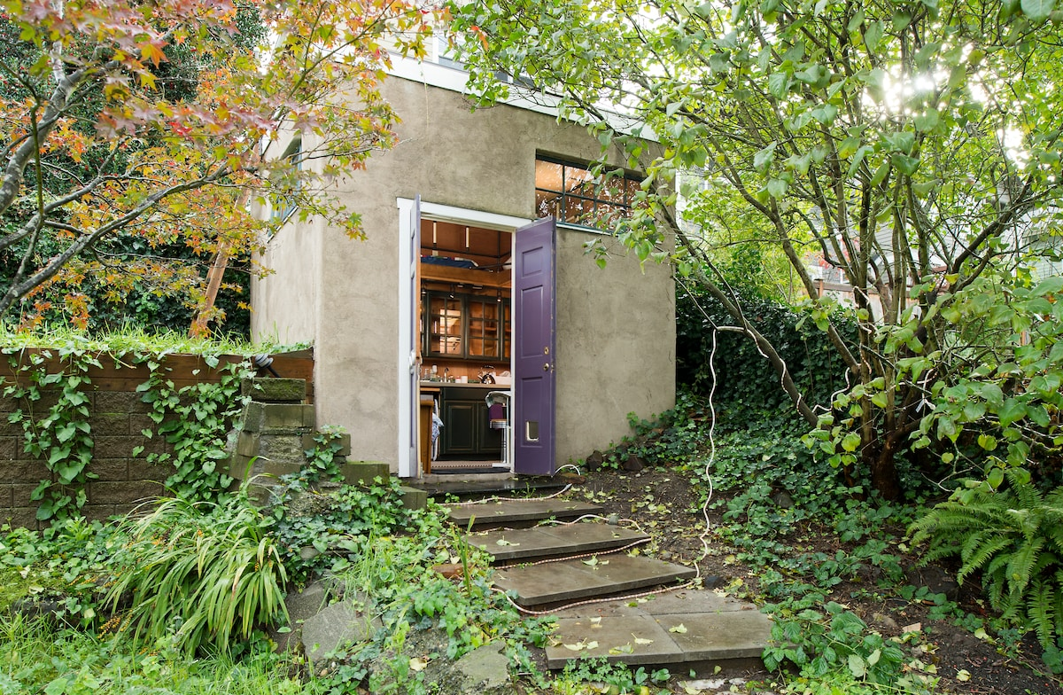 Tiny Zen Cabin in the city
