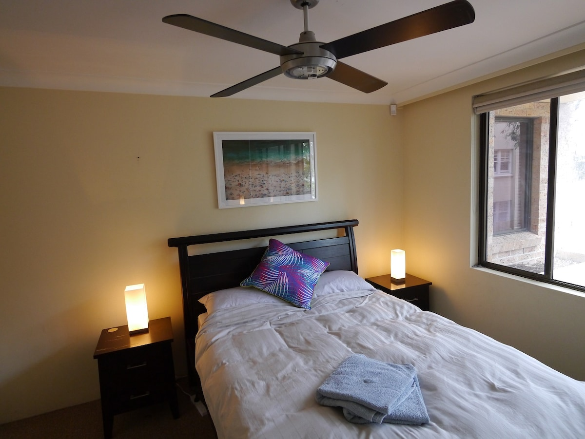 En suite room 100m from Manly beach