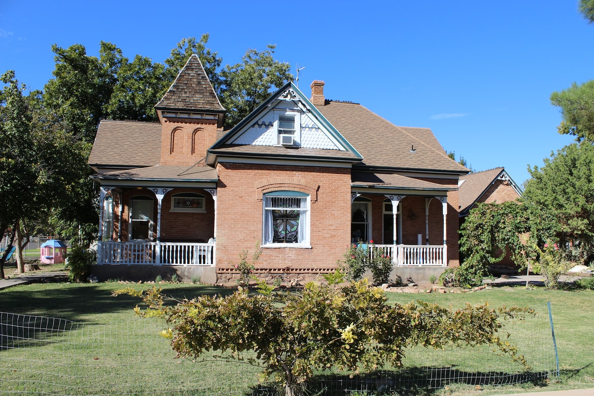 Zion Historic Victorian Home SW  Rm