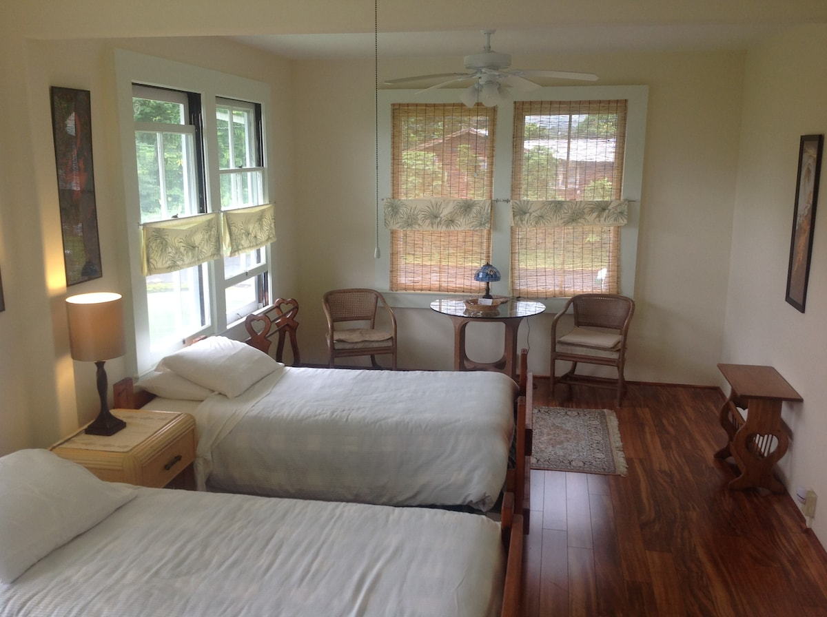 3 Beds / Open to Women & Families