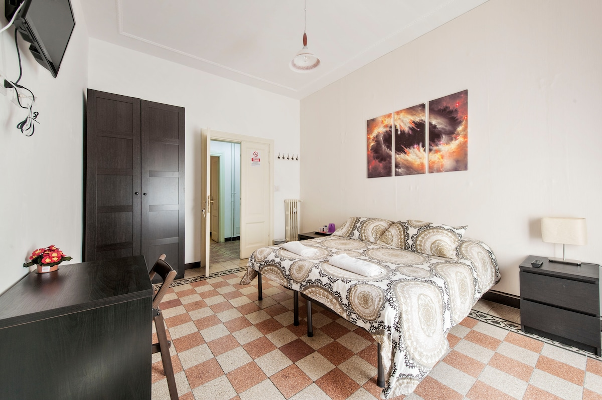 Double/Twin shared wc near Colosseo