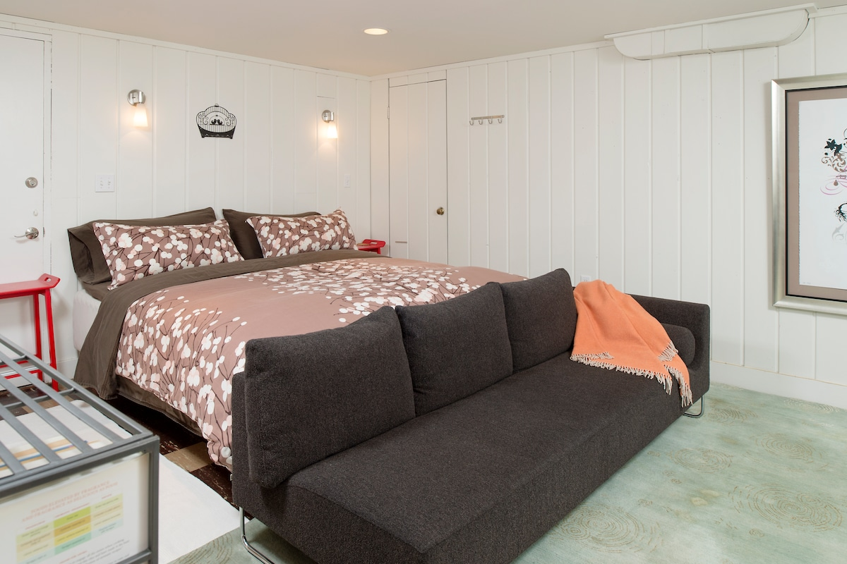 Extra comfortable king size Duxiana bed with down comforter & pillows, & Marimekko cotton bed linens.