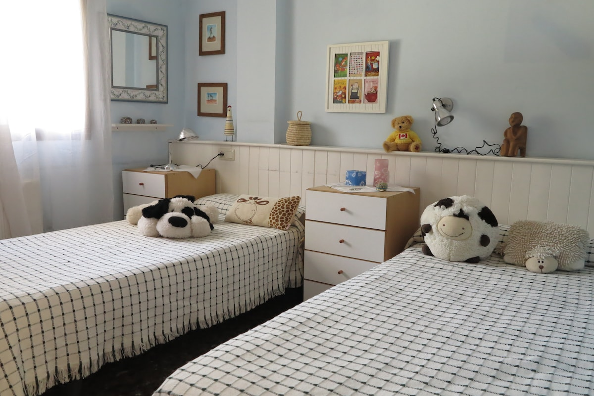 Double room in a house with garden