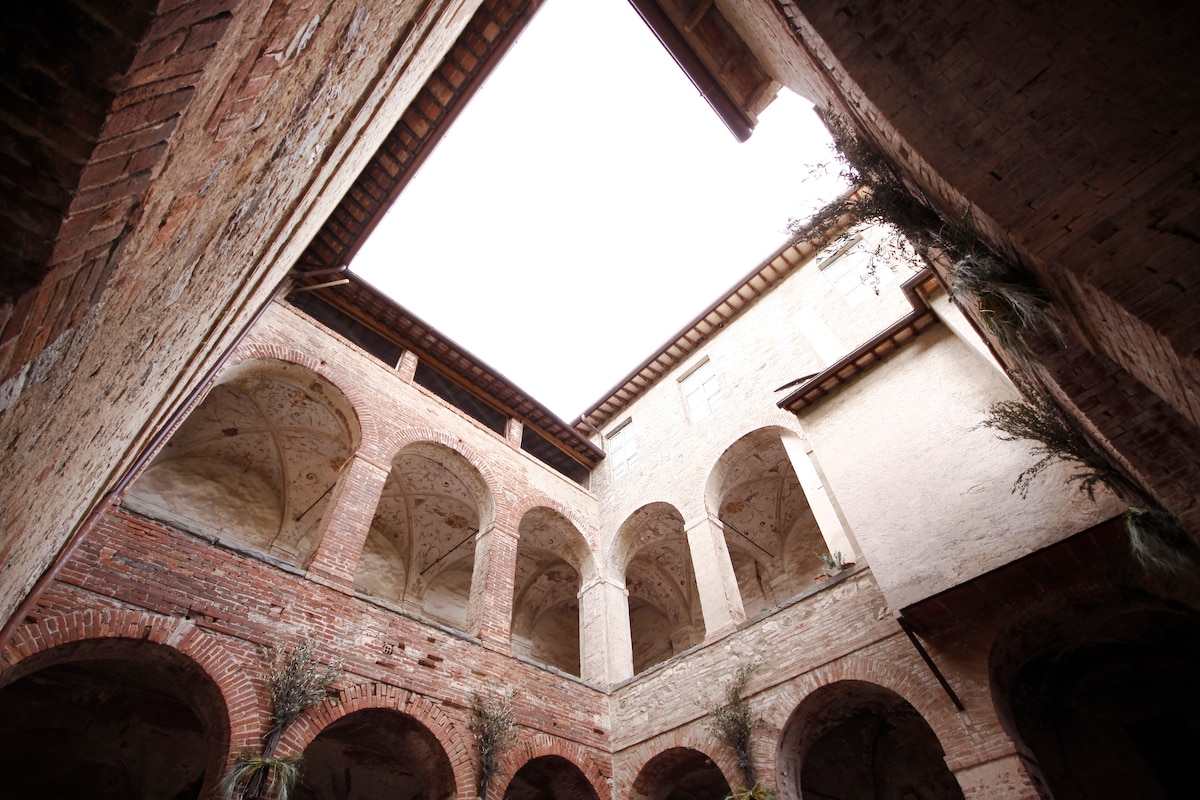 APARTMENT IN AN EX ABBEY!