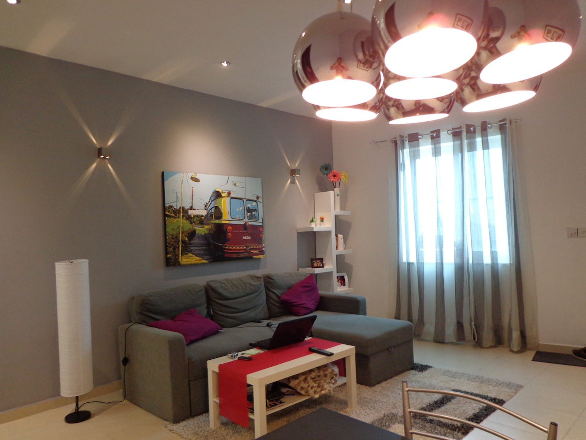 AMAZING APARTMENT & ROOM AVAILABLE