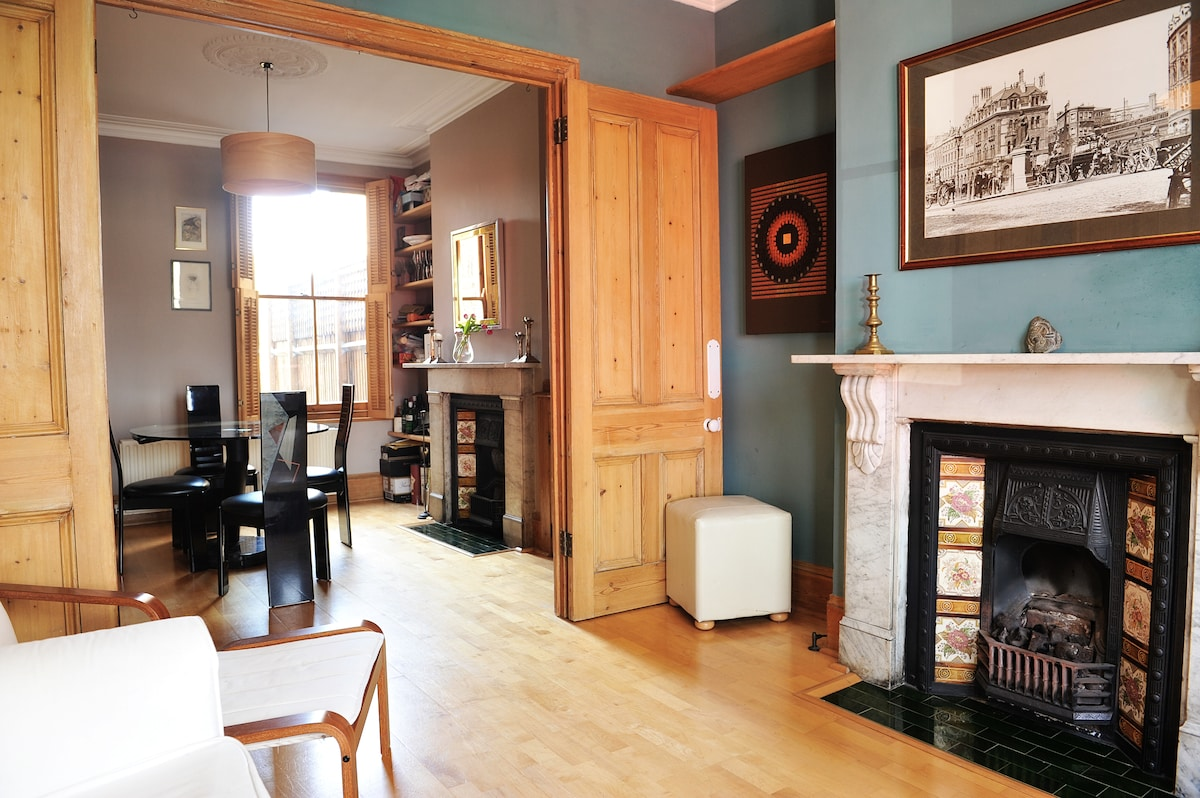 Lounge & dining rooms