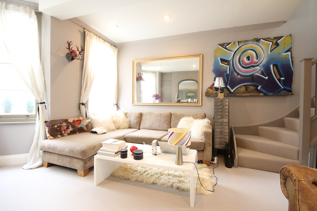 A big sitting room with plenty of space to relax.....