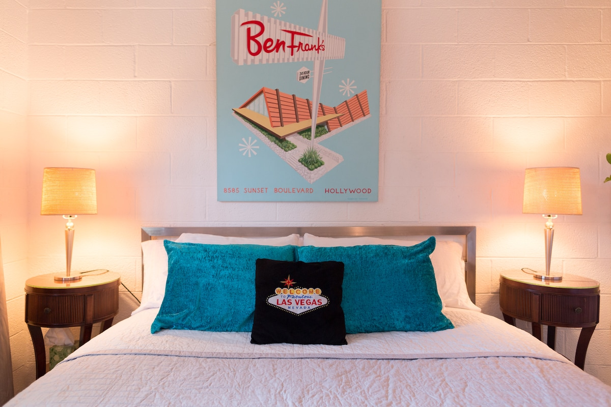 You will sleep comfortably on a firm king sized bed with temperapedic topper and 100% cotton sheets. (np)