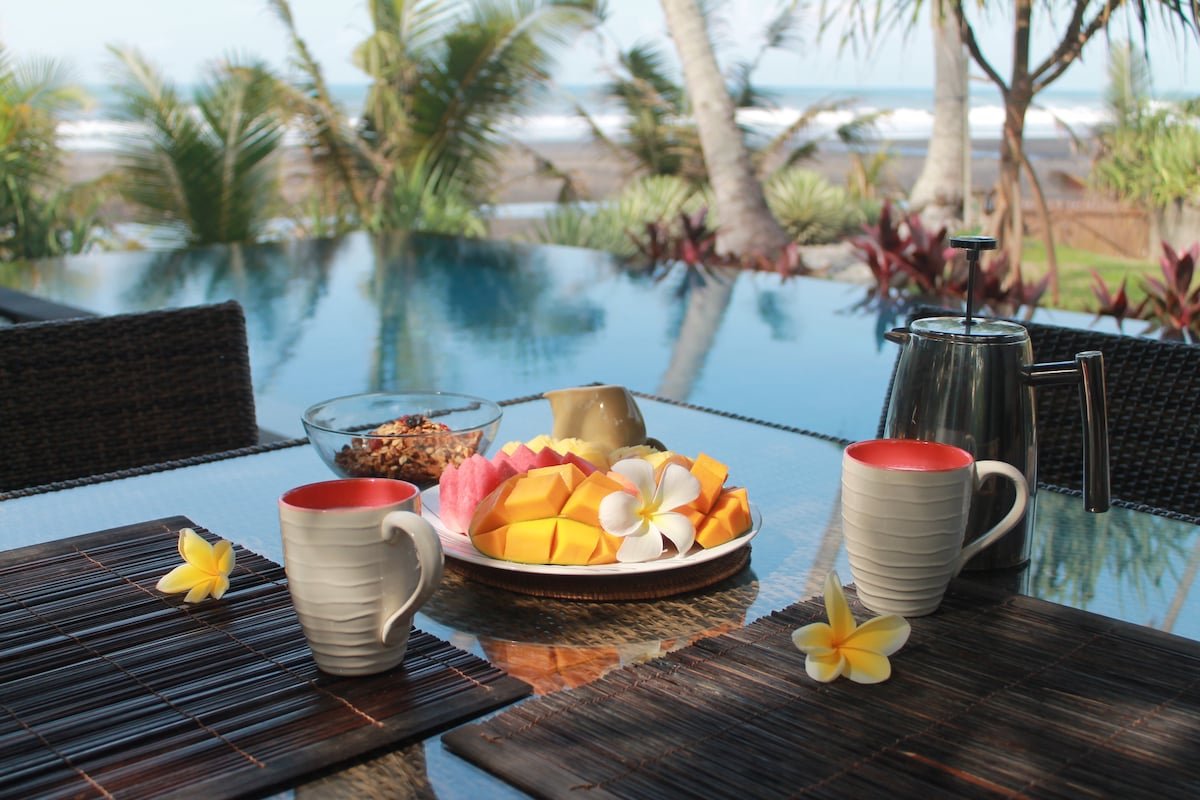 Breakfast fruit platter & coffee