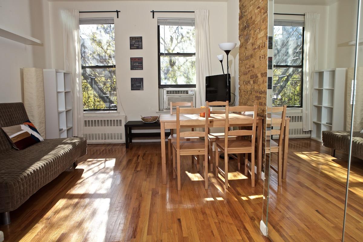 Super Sunny Modern Two room Studio