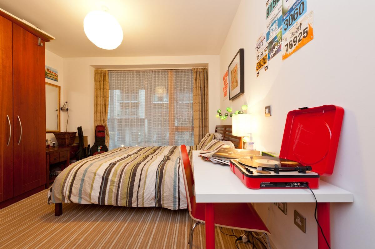 Central King bedroom in modern flat