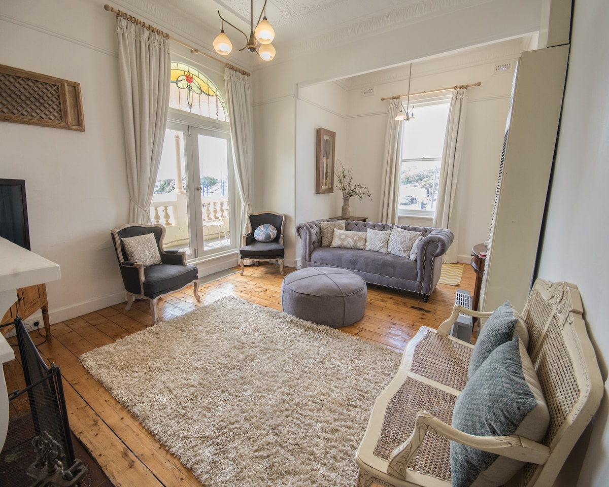 Large, Stylish & Central Apartment