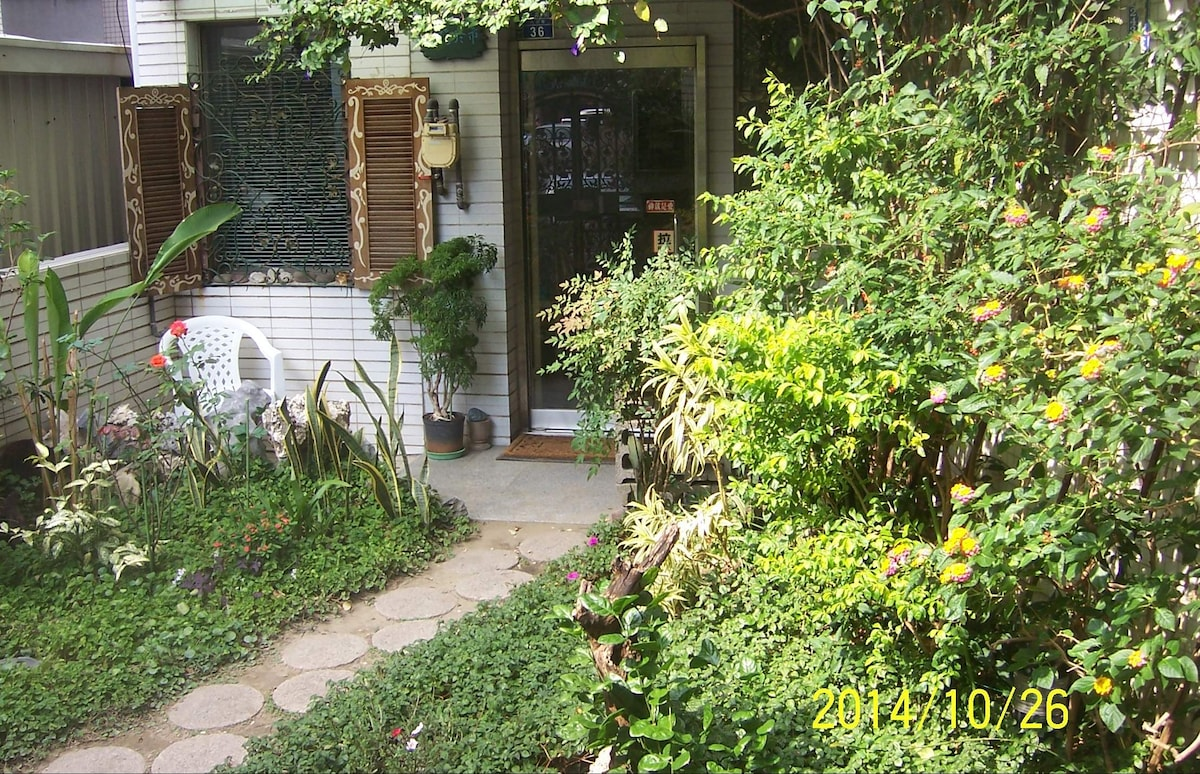 台南市中心夢幻花園民宿--大隱於市