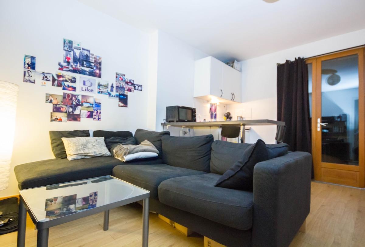 The Pretty Room of Lille (center)