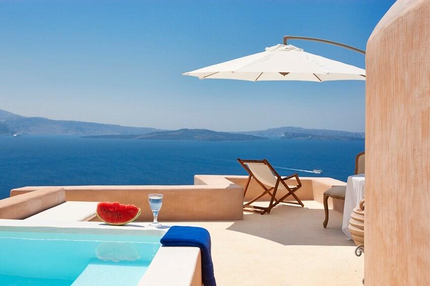 Honeymoon villa in Oia