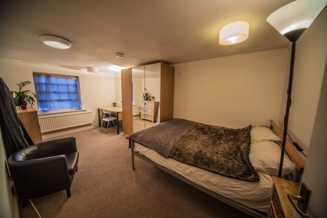 1 room in 2-bed flat in London
