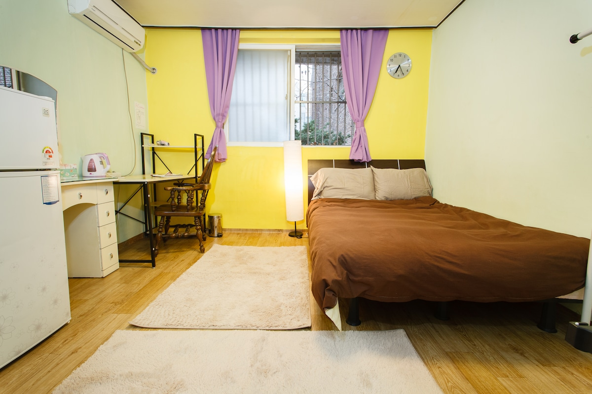 The room has carpets for the winter and a comfortable queen size bed.