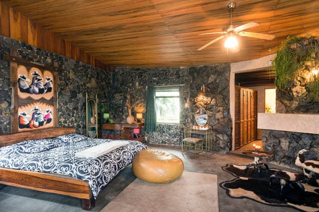 Honeymoon Suite in James Bond House