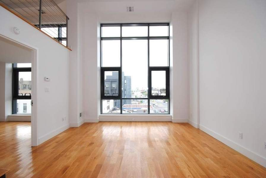 Spacious Room in Greenpoint!