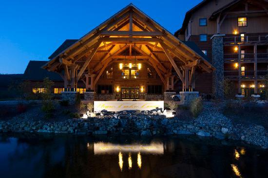 Hope Lake Lodge - Waterpark Resort