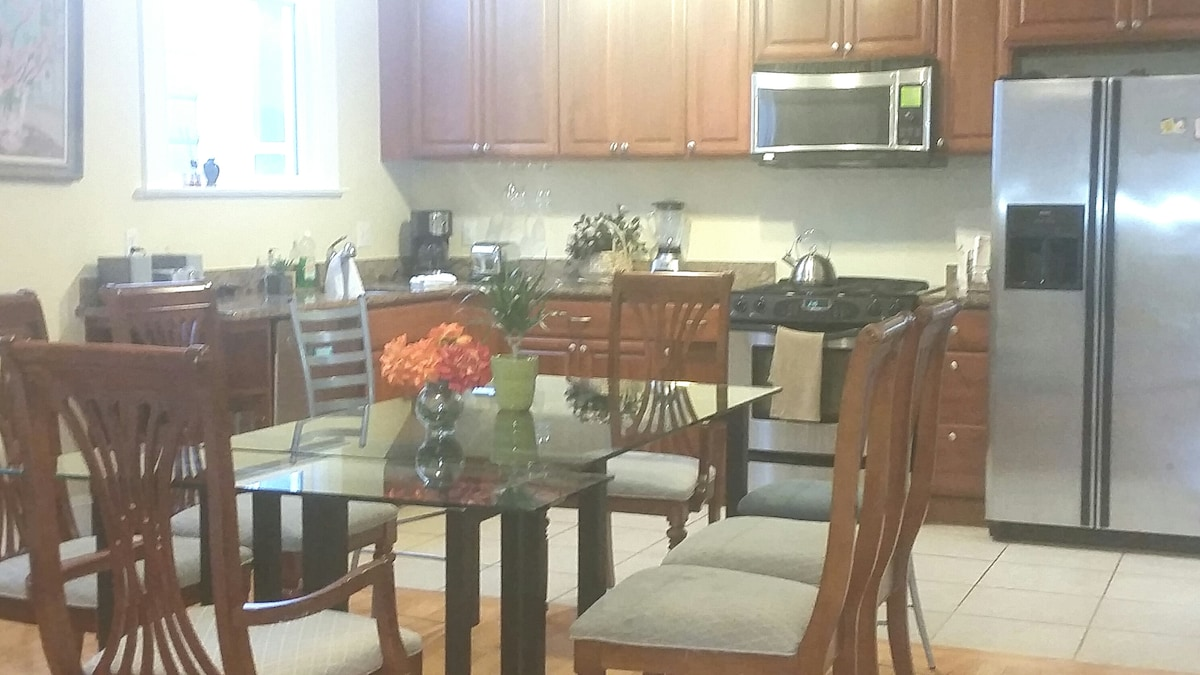Open kitchen, dining table can sits 8-10 people