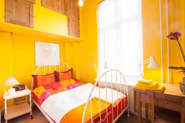 Artist flat Cph - Sunflower room