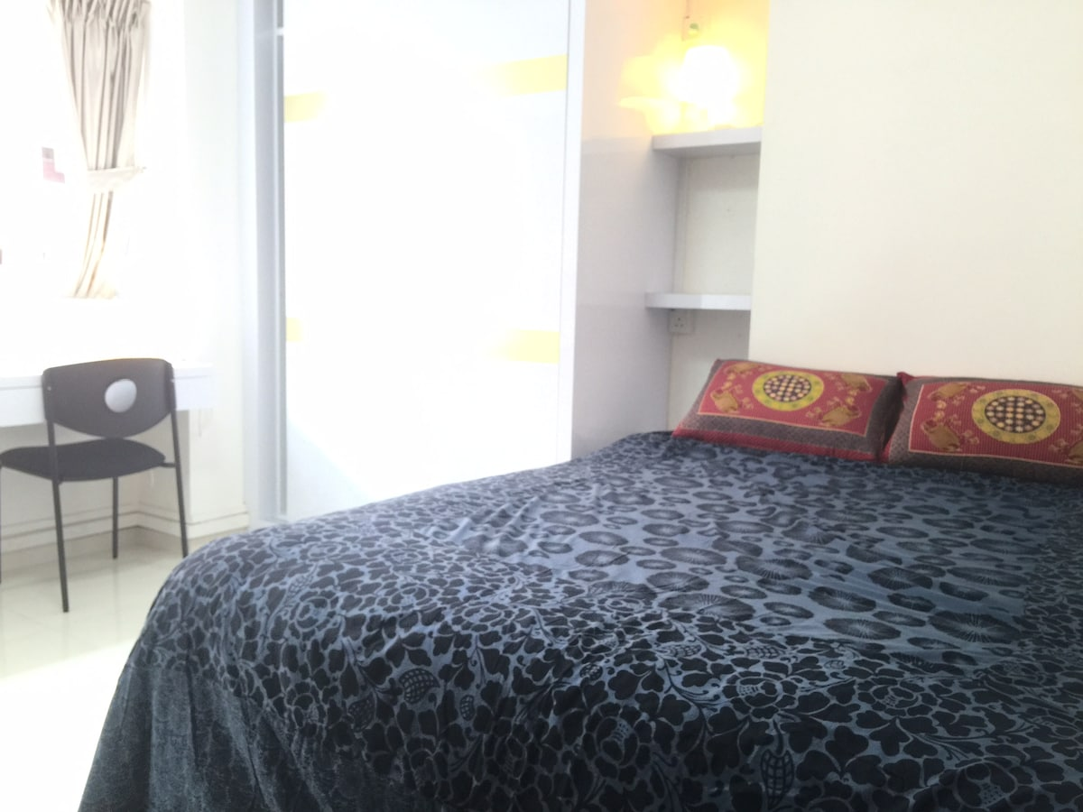 Spacious Room & Queen bed@ Thomson
