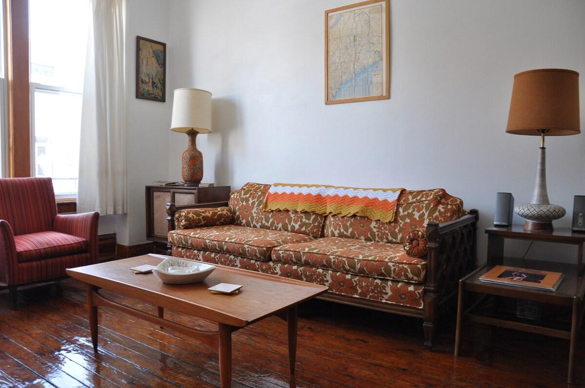 Vintage Apartment in Humboldt Park